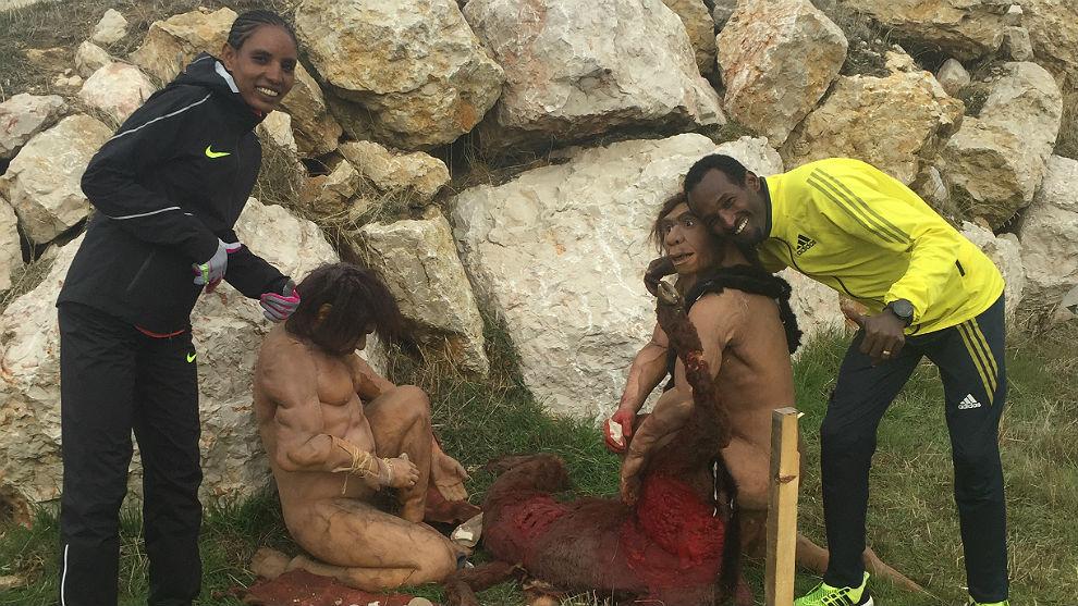 Los etíopes Imane Merga y Belaynesh Oljira, este sábado en...