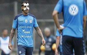 Vitolo, con la careta de protección durante un entrenamiento de esta...