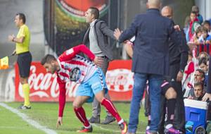 Rubén Baraja dirige desde el banquillo en el encuentro ante el Lugo