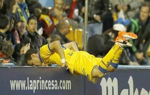 David Rodríguez, en una curiosa imagen del partido ante el Reus en...