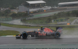 Carlos Sainz, durante un momento de la carrera en Interlagos.