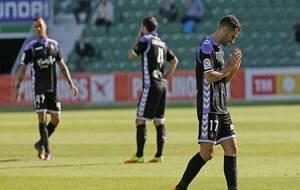Los jugadores del Valladolid se lamentan tras el gol del primer minuto