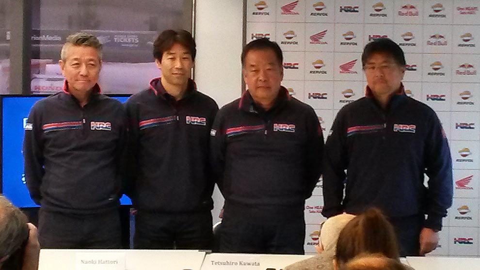 Nakamoto, tercero por la izquierda, con sus tres sustitutos