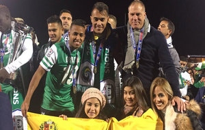 Los venezolanos Orozco, Arango y Savarese (técnico) celebran el...