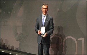 Jose Luis Martínez, con la medalla.