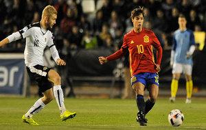 Óliver Torres durante el partido ante Austria