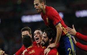 Los jugadores celebran el empate.