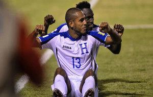 Los jugadores de Honduras celebran uno de sus goles.