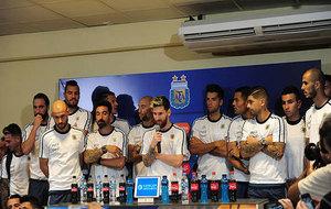 Todos los jugadores de Argentina en la comparecencia conjunta.