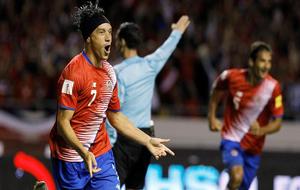 Bolaños, celebrando uno de los goles de Costa Rica.