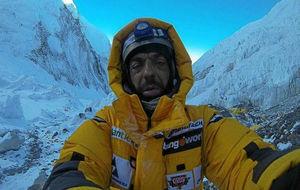 Carlos Pauner, en una expedición en el Everest.
