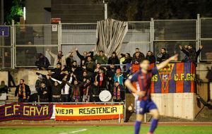 Afición del Gavà en el partido ante el Nàstic