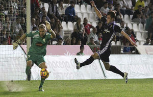 Kieszek, en una jugada durante el encuentro con el Real Valladolid.