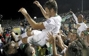 Raúl, manteado por sus compañeros tras ganar la NASL con en New York...