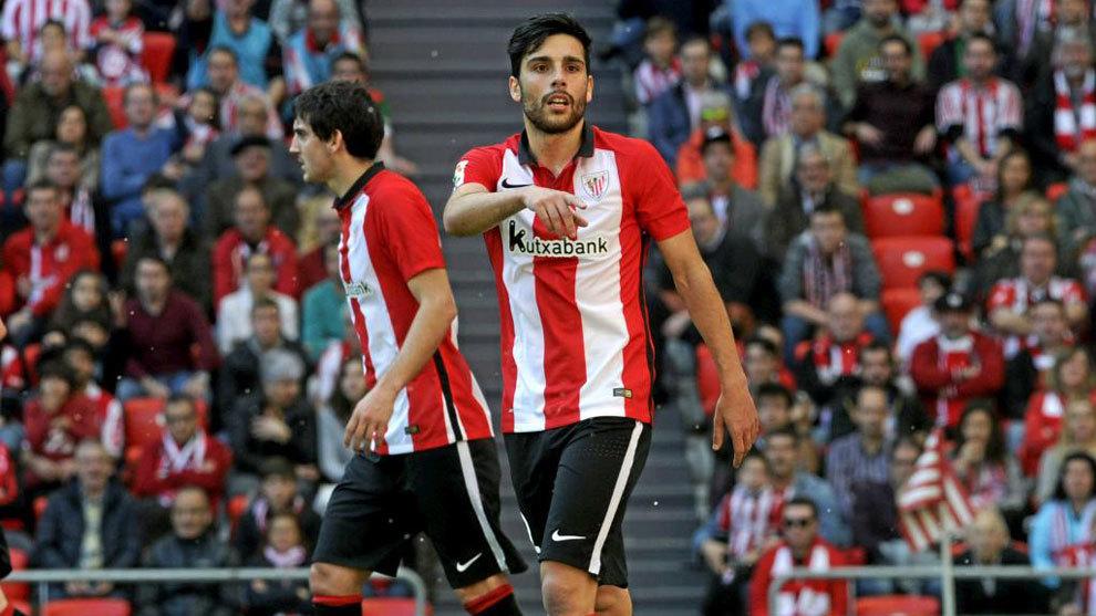 Eneko Bóveda durante un partido con el Athletic.