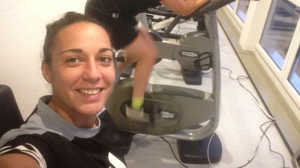 Paula Serrano durante un entrenamiento en el gimnasio con el Neunkirch...