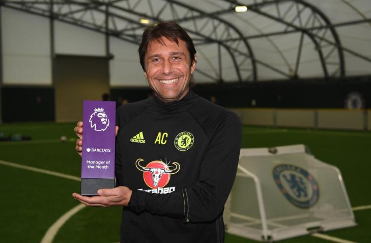 Conte recibe el premio a mejor entrenador de Octubre