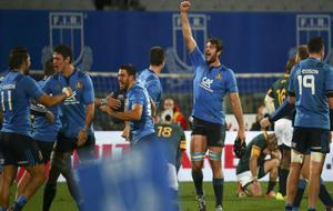 Los jugadores de la selección italiana celebran su triunfo histórico...