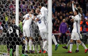 Los jugadores del Real Madrid celebrando un gol de Cristiano