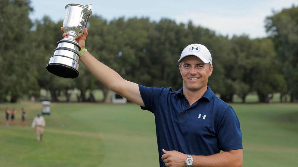 Jordan Spieth con la Copa que le acredita como ganador del Abierto de...