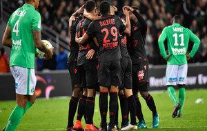 Los jugadores del Niza celebran el tanto del triunfo.