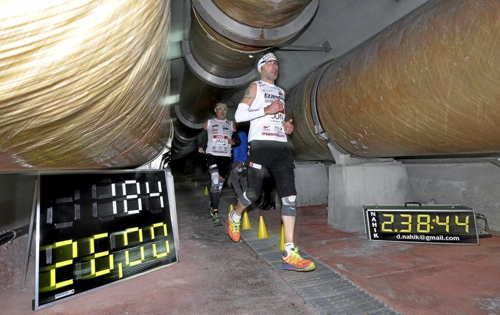 Jon Salvador y Javier Conde en el maratón debajo de la Ría de Bibao