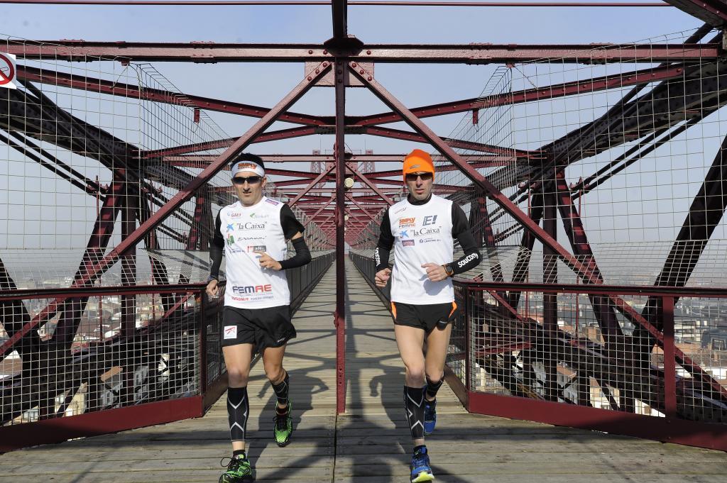 Javier Conde y Jon Salvador en el maratón sobre el Puente de Vizcaya