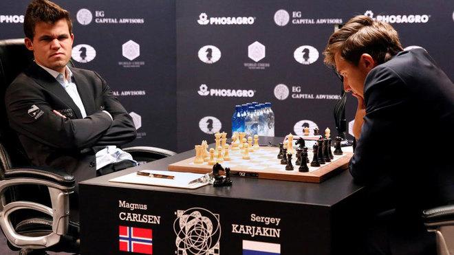 Magnus Carlsen frente a Sergey Karjakin en Nueva York