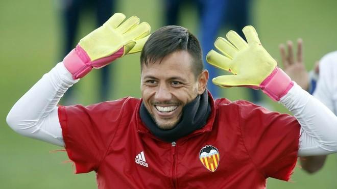 Diego Alves durante un entrenamiento del Valencia.