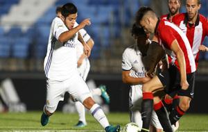 Díaz disputa el balón en un encuentro.
