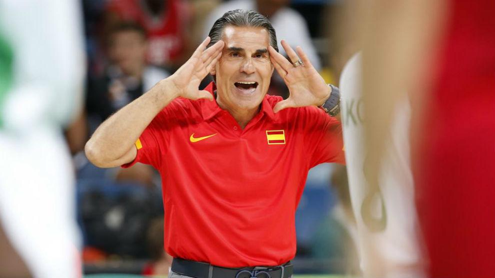 Scariolo durante un partido de la Selección española