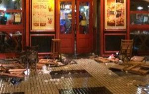 Así quedó el bar de Sevilla en donde sucedieron los altercados