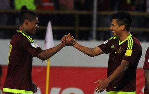 Renzo Zambrano jugando con la selección de Venezuela