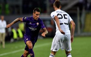 Cristian Tello en un partido con el Fiorentina.