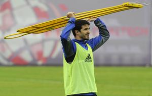 Jonathan Pereira, durante un entrenamiento del Oviedo con una silueta