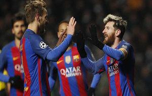 Rakitic y Messi celebran el segundo tanto del argentino.