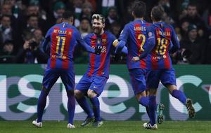 Messi celebra con sus compañeros el primero de su cuenta