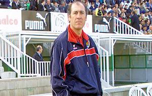 Manu Sarabia, dirigiendo al Numancia en su etapa como técnico