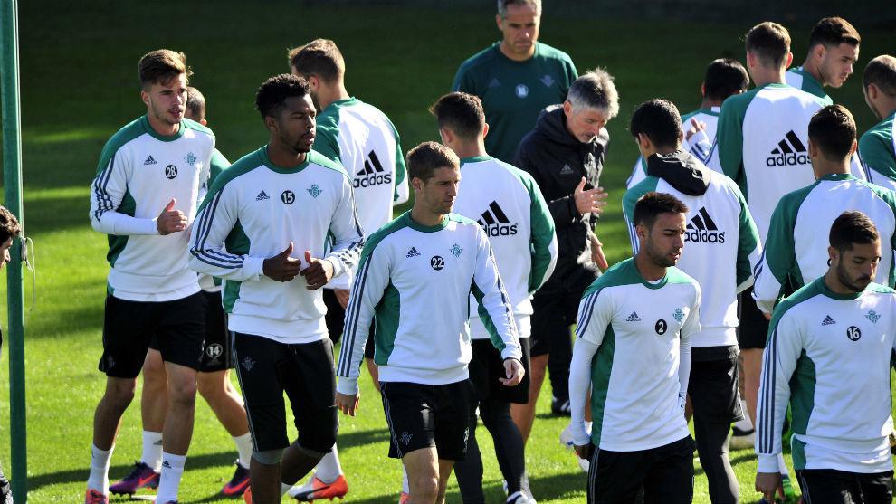 Víctor se lleva a 20 futbolistas para el partido en Eibar