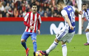 Rodríguez trata de interceptar un pase en un encuentro de LaLiga.