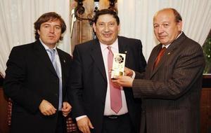 Pedro Martínez Bravo en una de las ocasiones que fue premiado por la...