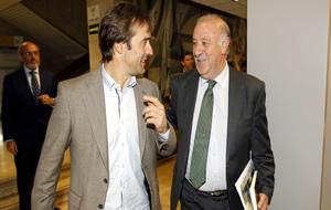 Del Bosque charla con Lopetegui.