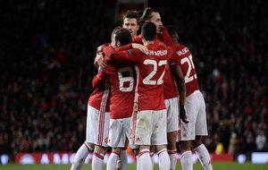 Los jugadores del United celebran el tanto de Ibrahimovic al Feyenoord