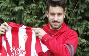 Canella posa para MARCA con las camiseta del Sporting.