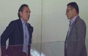 Cesare Prandelli con Stefano Antonelli en un palco privado de...