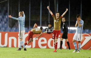 Los jugadores del Legia celebran el tanto del empate