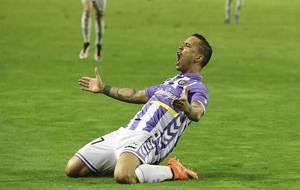 Raúl de Tomás celebra un gol en Zorrilla esta temporada