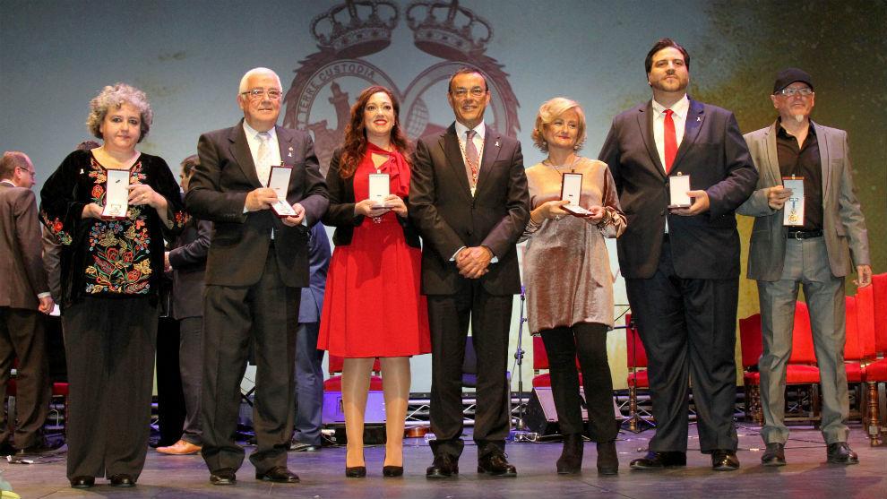 Manuela Romero recibiendo la Medalla de Oro de la Provincia de Huelva.