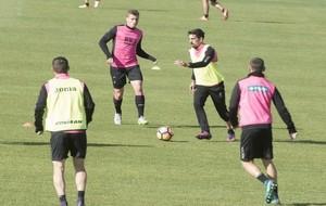 Isaac Cuenca en un entrenamiento de esta temporada con el Granada