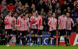 Los jugadores del Athletic celebran uno de los goles al Sassuolo.